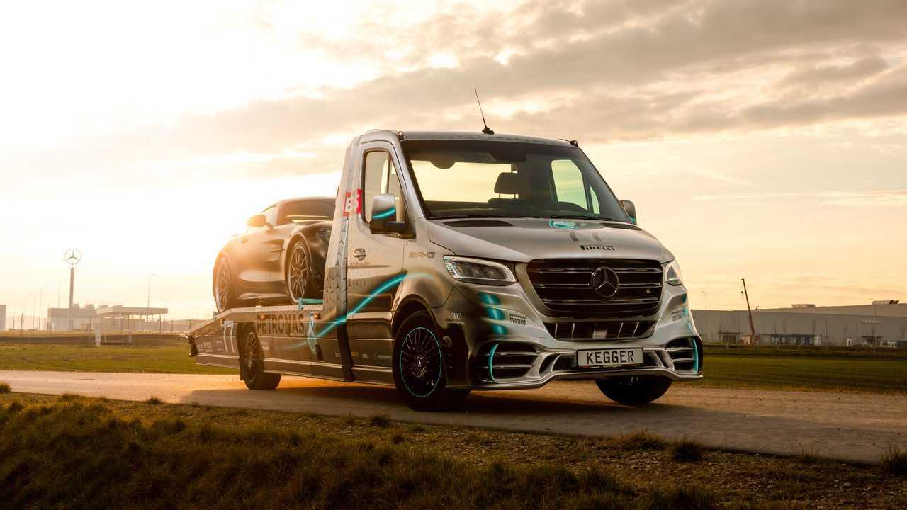 Mercedes Sprinter AMG Petronas V6 - fronte movimento