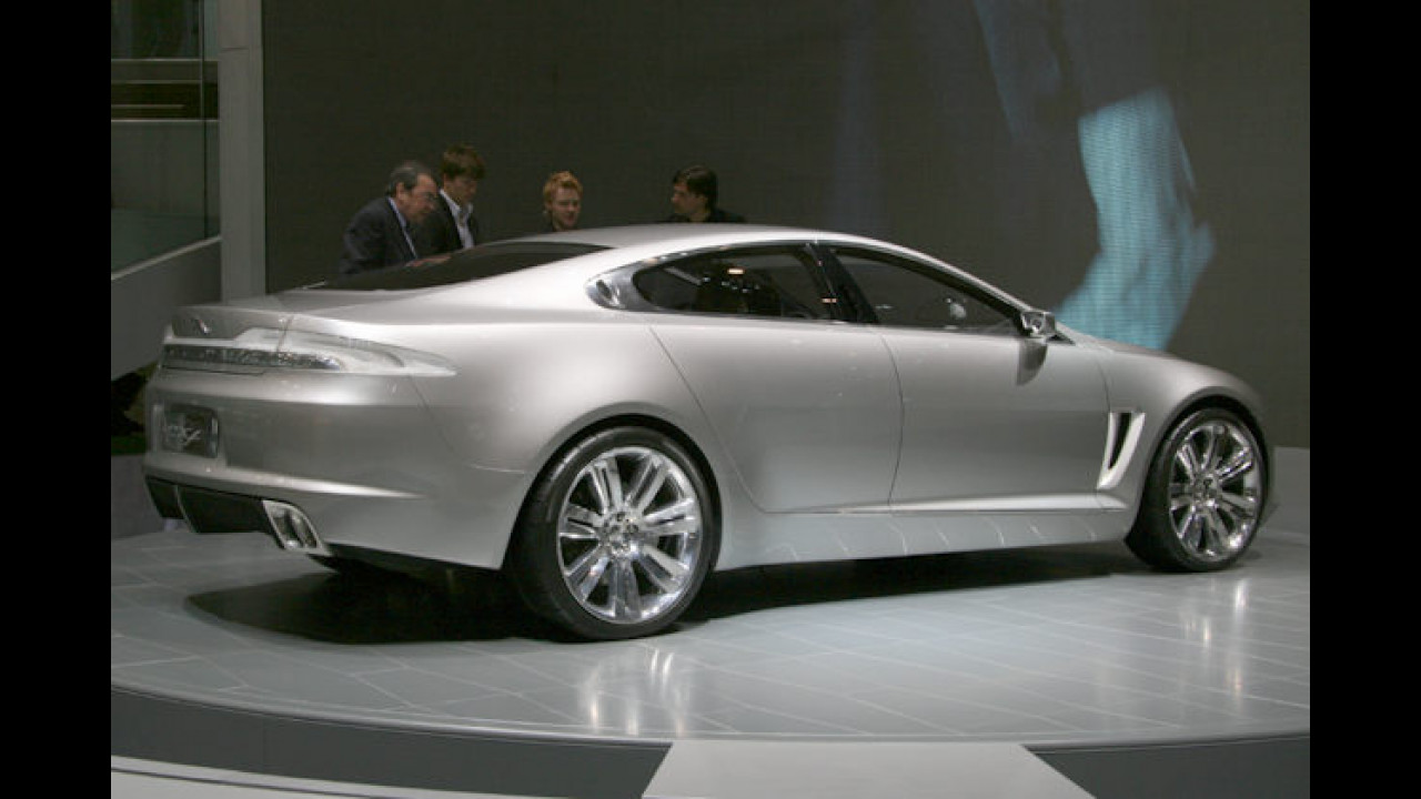 Studien gehören natürlich ebenso nach Genf: Der C-XF gab einen Ausblick auf das Jaguar-Design der Zukunft