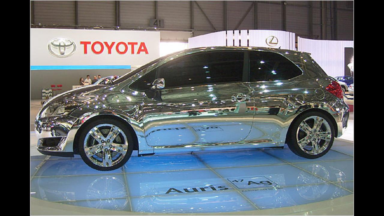 Der silberne Toyota stand nicht nur im chemischen Gegensatz zu Auris (Gold), sondern war auch ein Klasse Blickfang