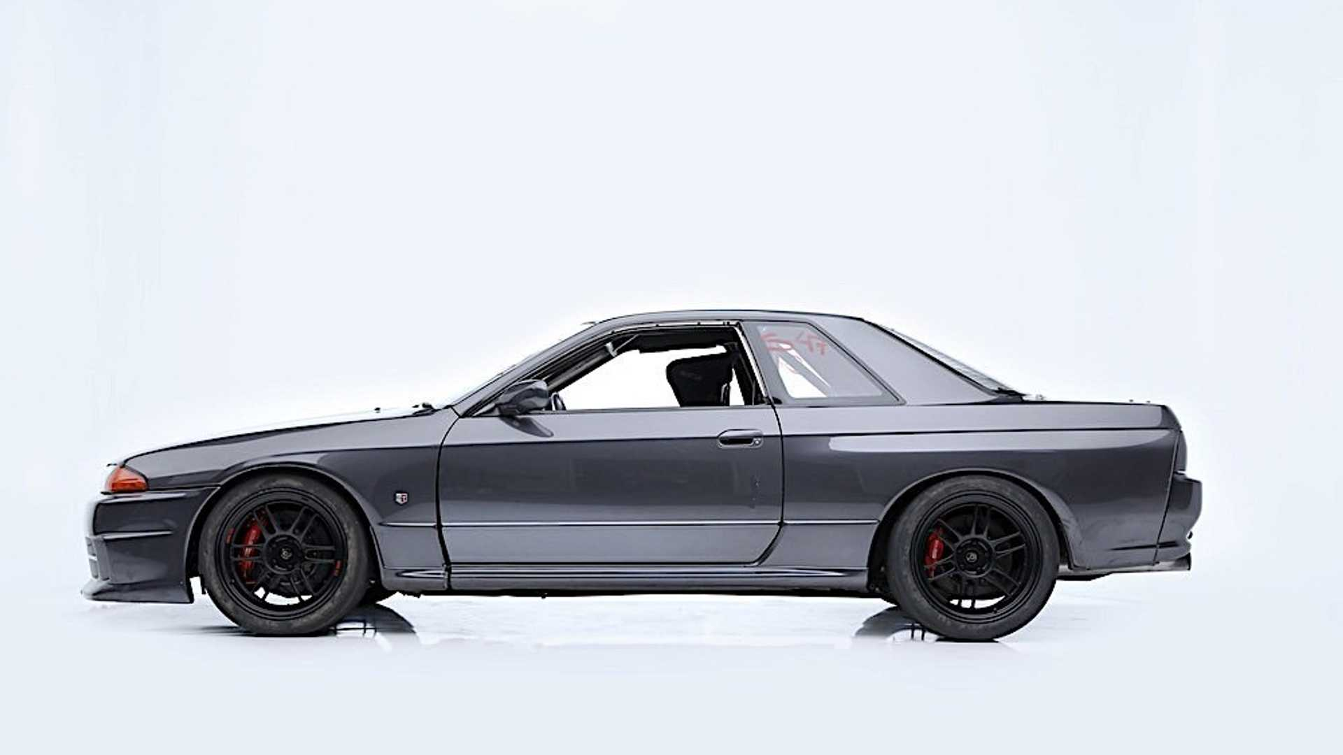 "[""Paul Walker's 1989 Nissan Skyline R32 Sold For More Than $100K""]"