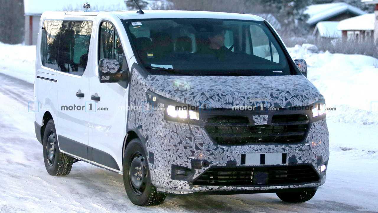 2021 Renault Traffic facelift spy photo