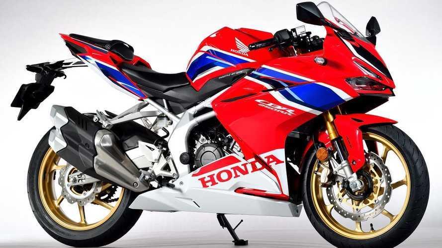 """Honda CBR250RR, la piccola """"Fireblade"""" sfida la Kawasaki ZX-25R"""