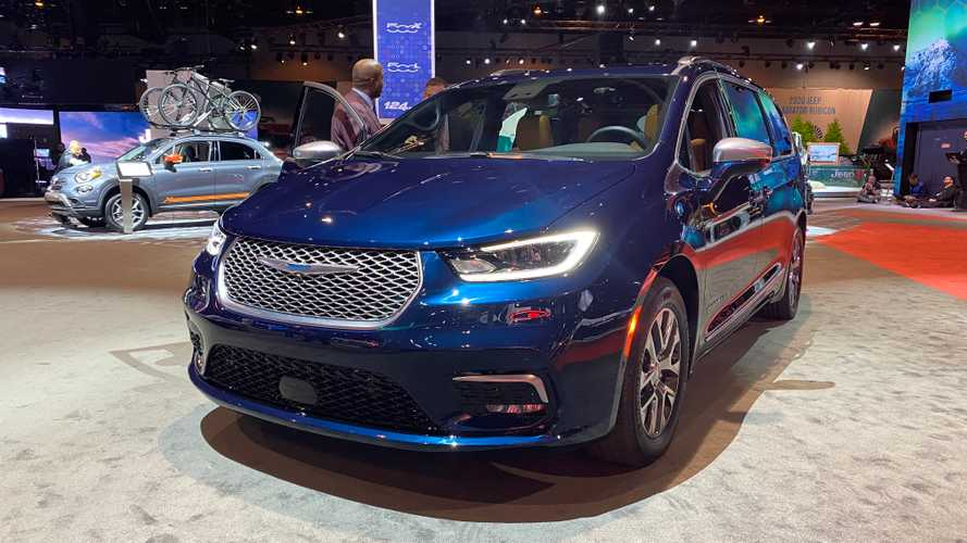 2021 Chrysler Pacifica Debuts Facelift, Pinnacle Trim, And AWD Option