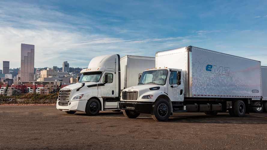 Daimler Expands Electric Freightliner Customer Experience Fleet