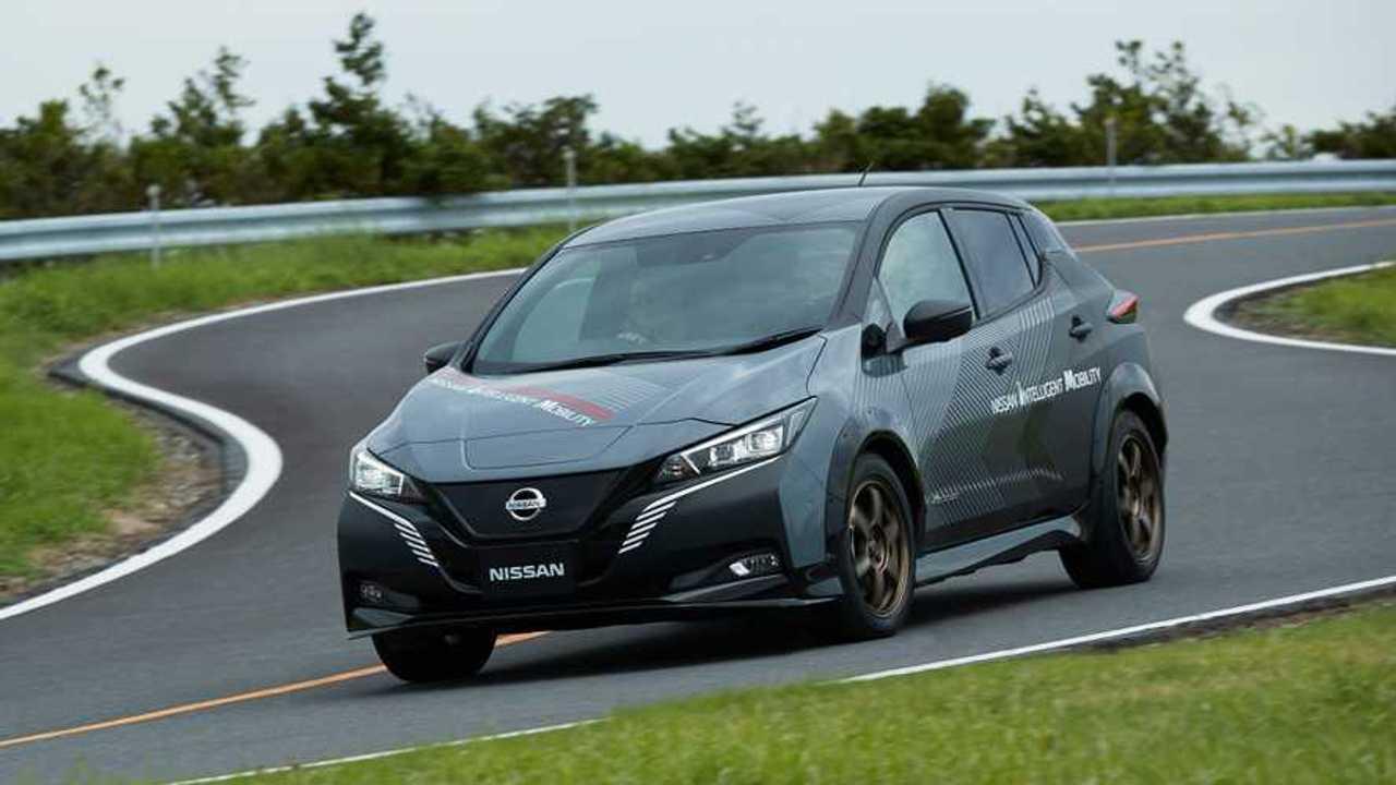 Nissan Leaf, il prototipo con 2 motori