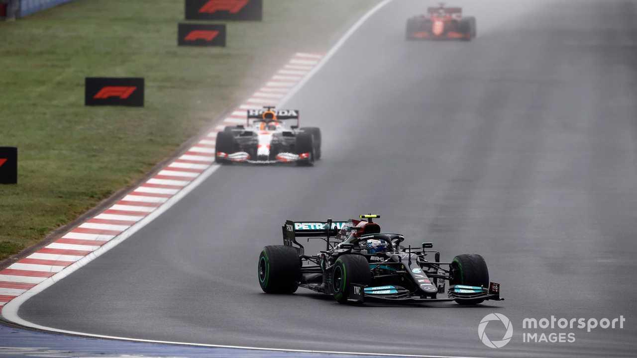 Valtteri Bottas leading the Turkish GP 2021