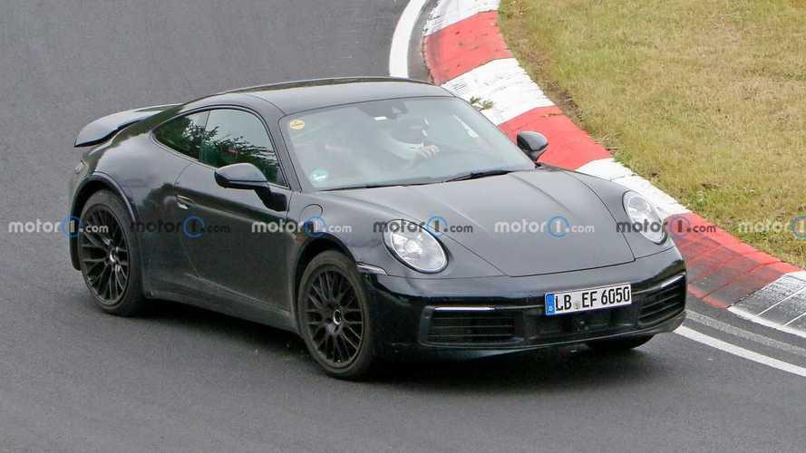 Yükseltilmiş süspansiyonlu Porsche 911 bir kez daha yakalandı