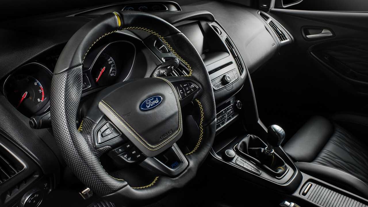 Ford Focus Rs Interior Tastefully Redone By Carlex Design