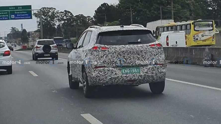 Flagra: Novo Chevrolet Tracker terá itens exclusivos e produção local