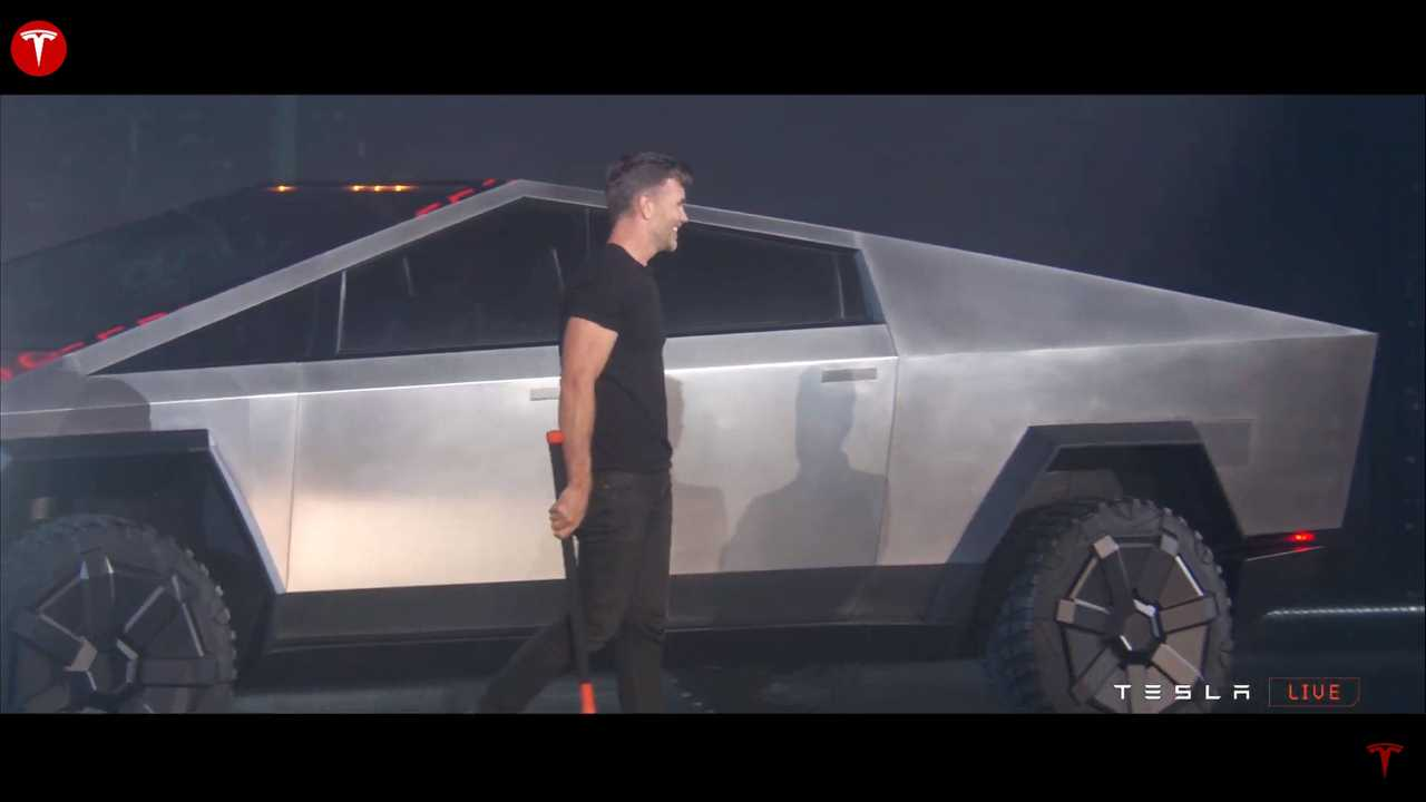 Проверьте изображения живой презентации Tesla Cybertruck