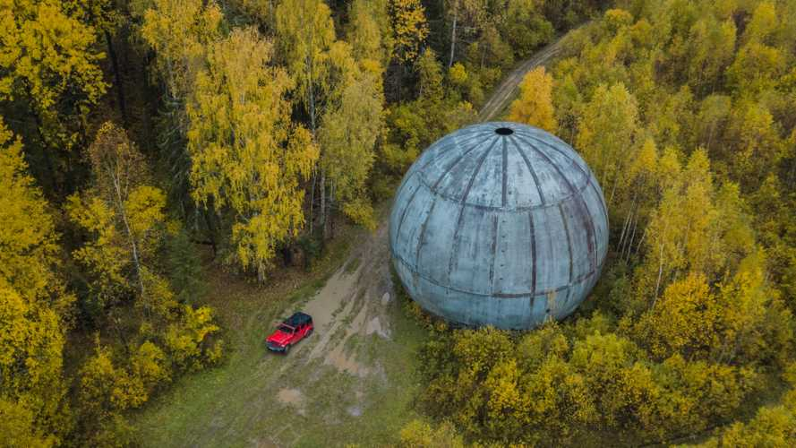 Jeep по цене квартиры и странный шар размером с пятиэтажку
