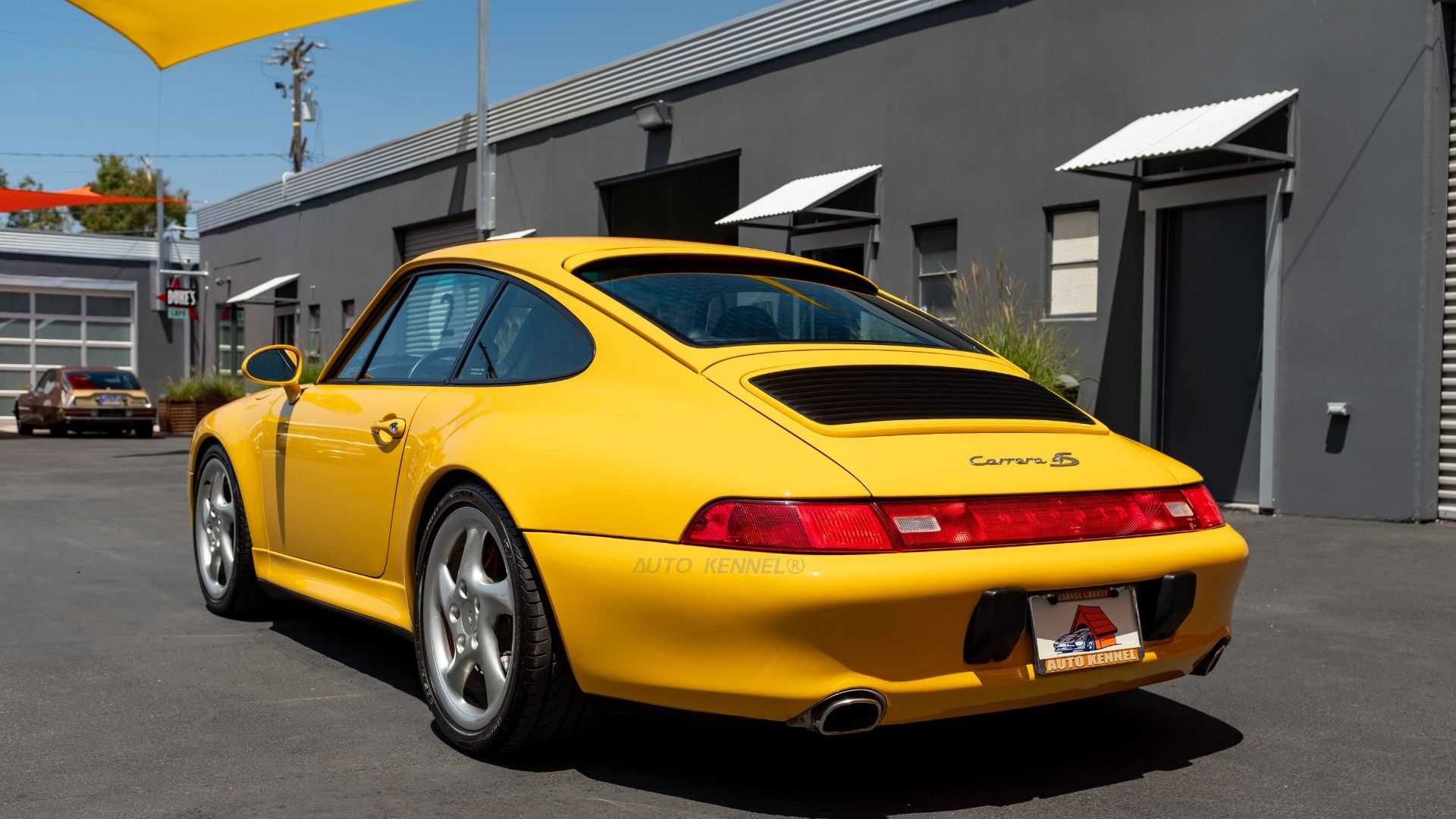 "[""1996 Porsche 993 911 Carrera C4S Makes The World Flat""]"