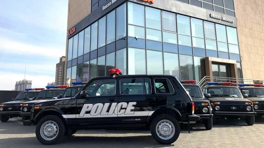 Полицейская Lada 4x4 в Монголии