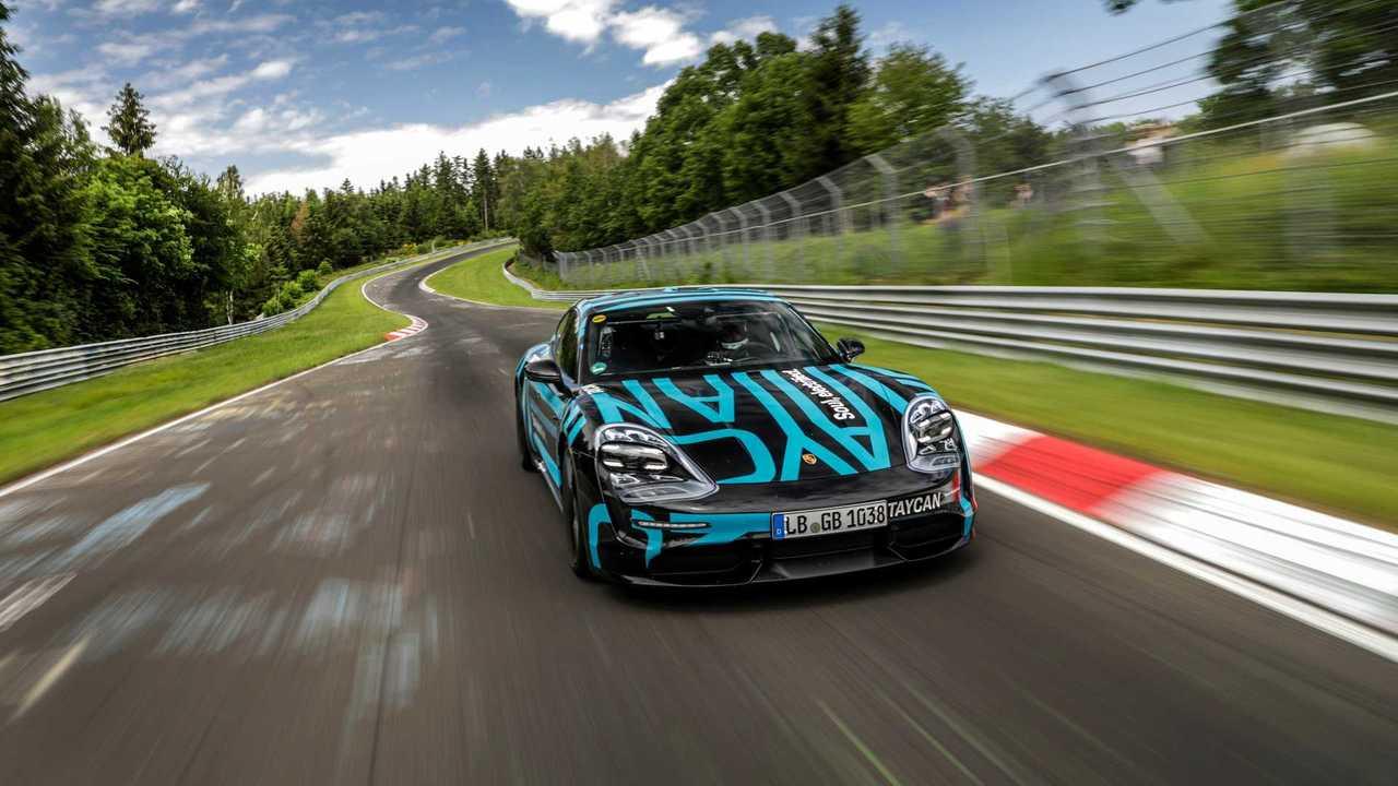 Porsche Taycan, felvétel a ringben az elektromos szedán számára