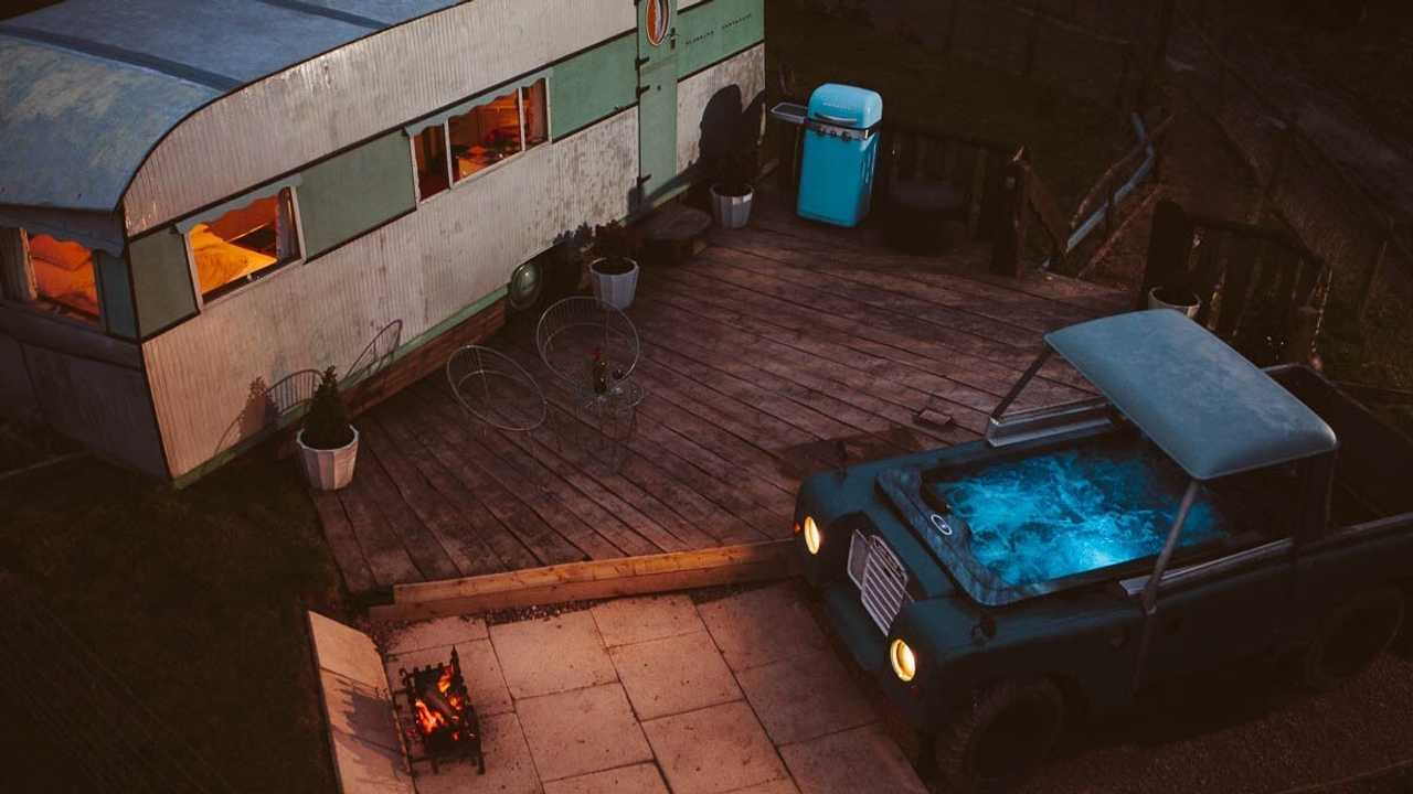 Land Rover hot tub & Bluebird Penthouse caravan