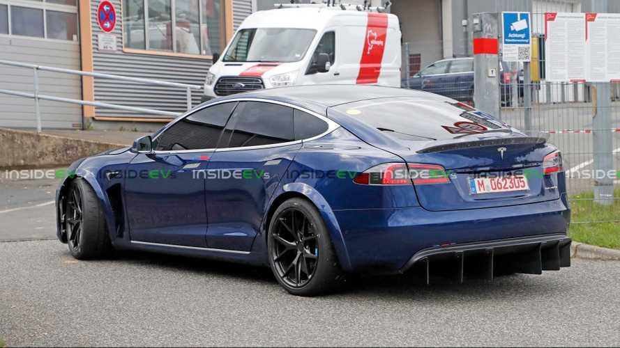 29 másodpercet vert a Model S a Porsche Taycanra a Nürburgringen