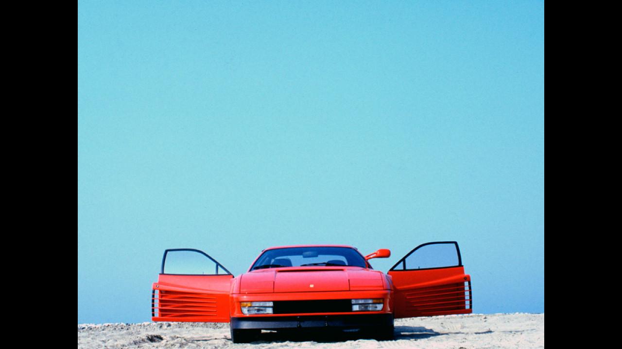 Ferrari Testarossa - Foto realizzata sulla Riviera Adriatica nel giugno 1985 dal noto fotografo modenese Franco Fontana. [Ferrari S.p.a.]