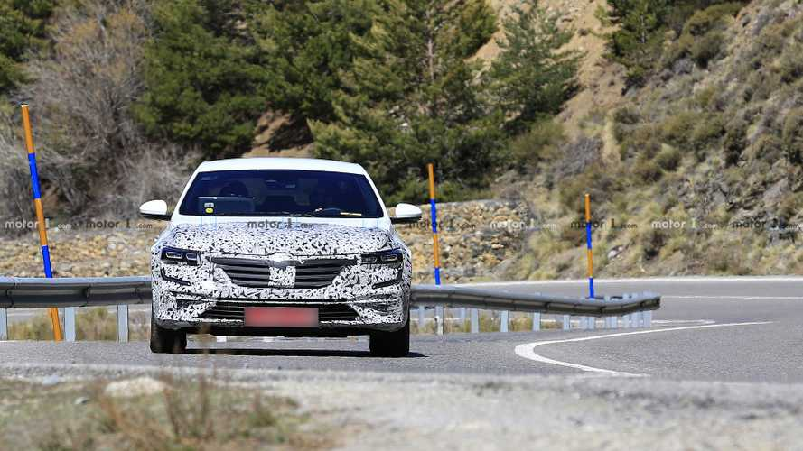 Renault Talisman facelift spy photos