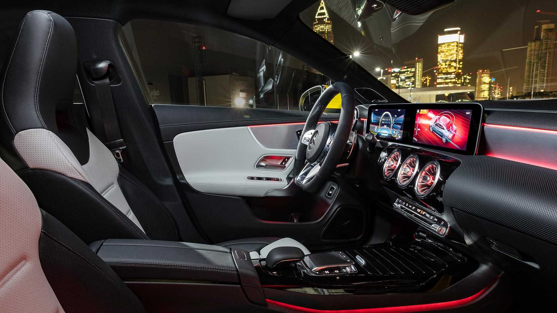 2020 Mercedes Amg Cla 35 Debuts As 302 Hp Performance Sedan