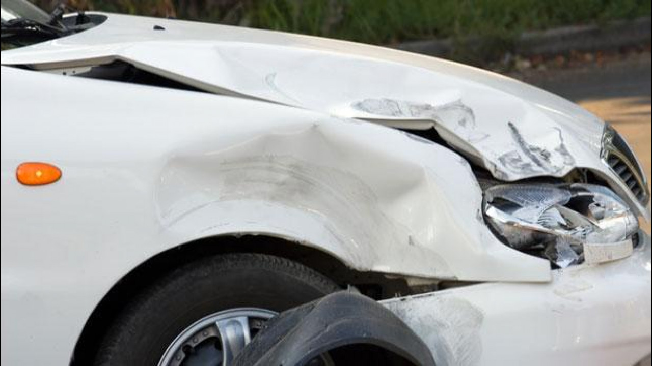 [Copertina] - Riparare l'auto, in pochi sfruttano le carrozzerie convenzionate con l'assicurazione