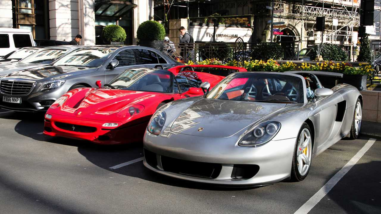 Porsche Carrera GT and Ferrari F50 parked by London hotel