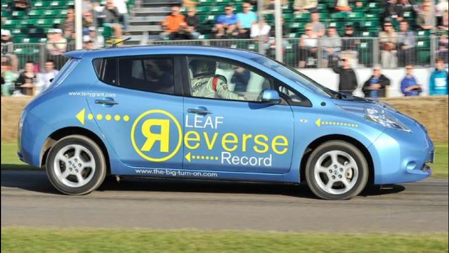 Nissan Leaf, l'auto più veloce del mondo... in retromarcia