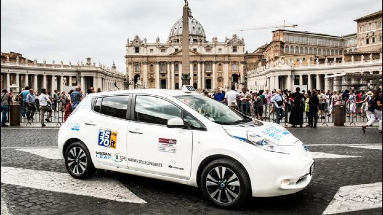 [Copertina] - Nissan Leaf, come funziona il primo servizio di taxi elettrico in Italia