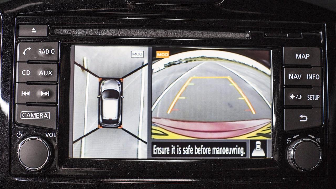 Nissan Juke blind J-turn | Motor1 com Photos