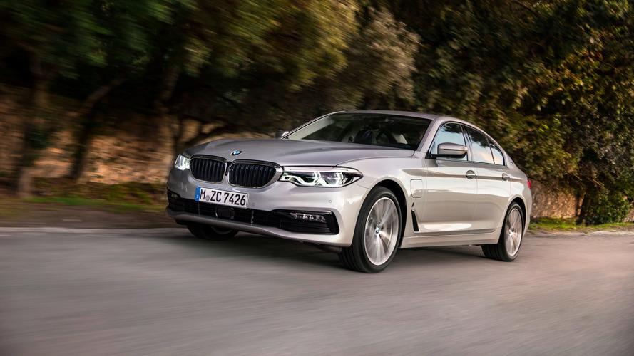 Továbbra is szárnyal a BMW - nőnek az elektromos autók eladási számai is