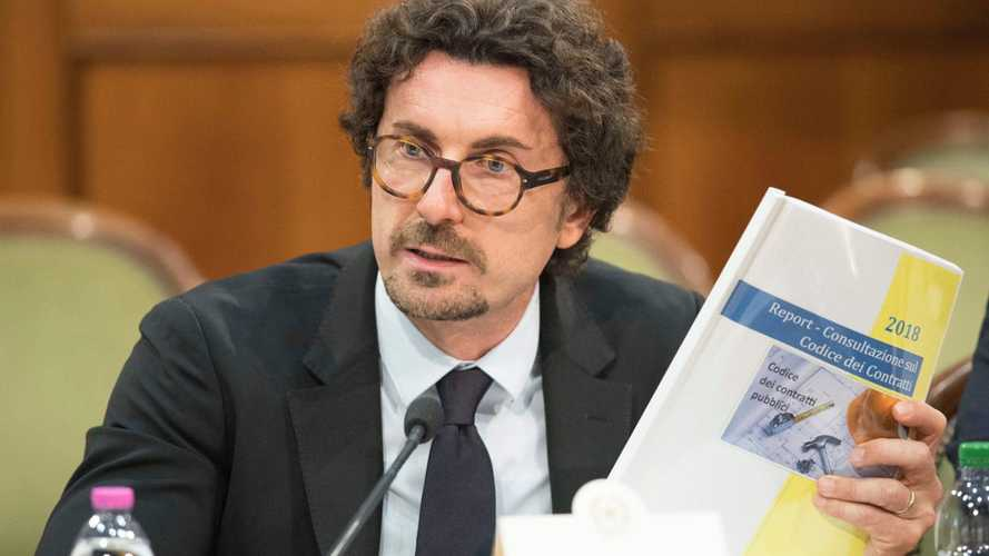 Toninelli promette la targa auto portabile e personale