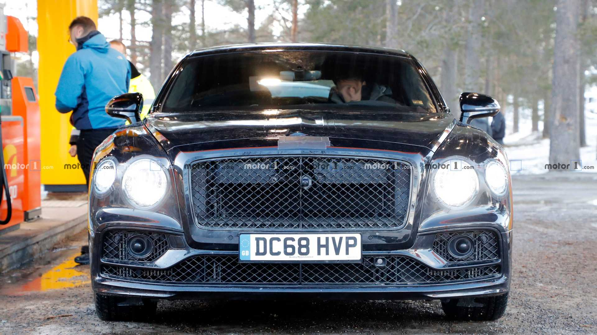 2019 - [Bentley] Flying Spur - Page 2 2020-bentley-flying-spur-spy-photo