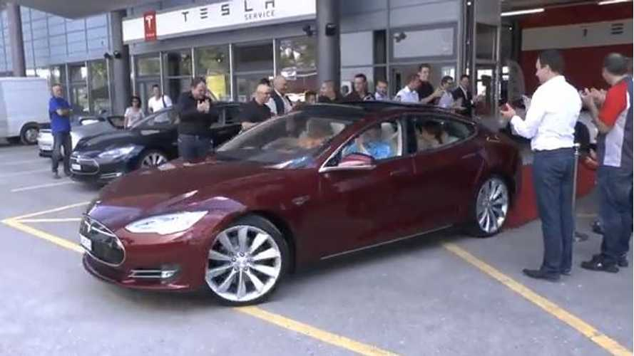 Video: First Batch of Tesla Model S Sedans Driven Off by Customers in Switzerland