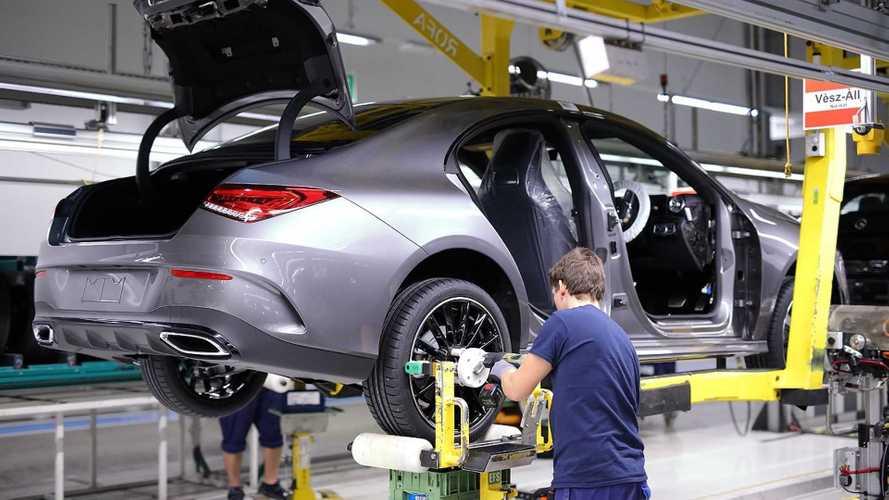 A Mercedes is beadta a derekát, hétfőtől Kecskeméten is megszűnik a munka