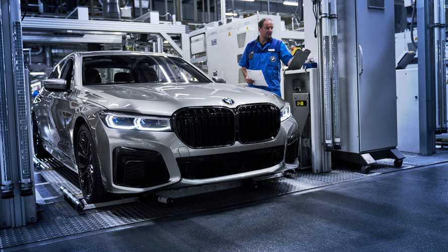 Legördült az új 7-es BMW első példánya a dingolfingi gyártósorról