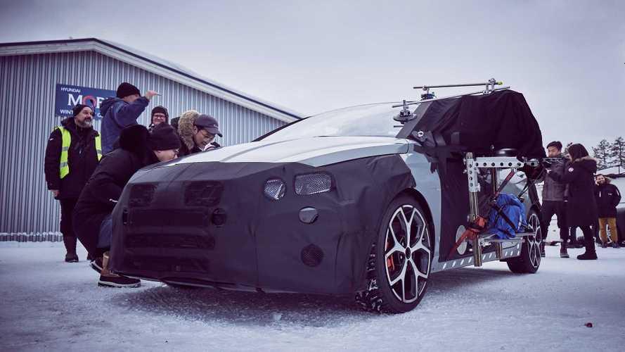 El futuro Hyundai i20 N se deja ver, en la nieve y aún camuflado