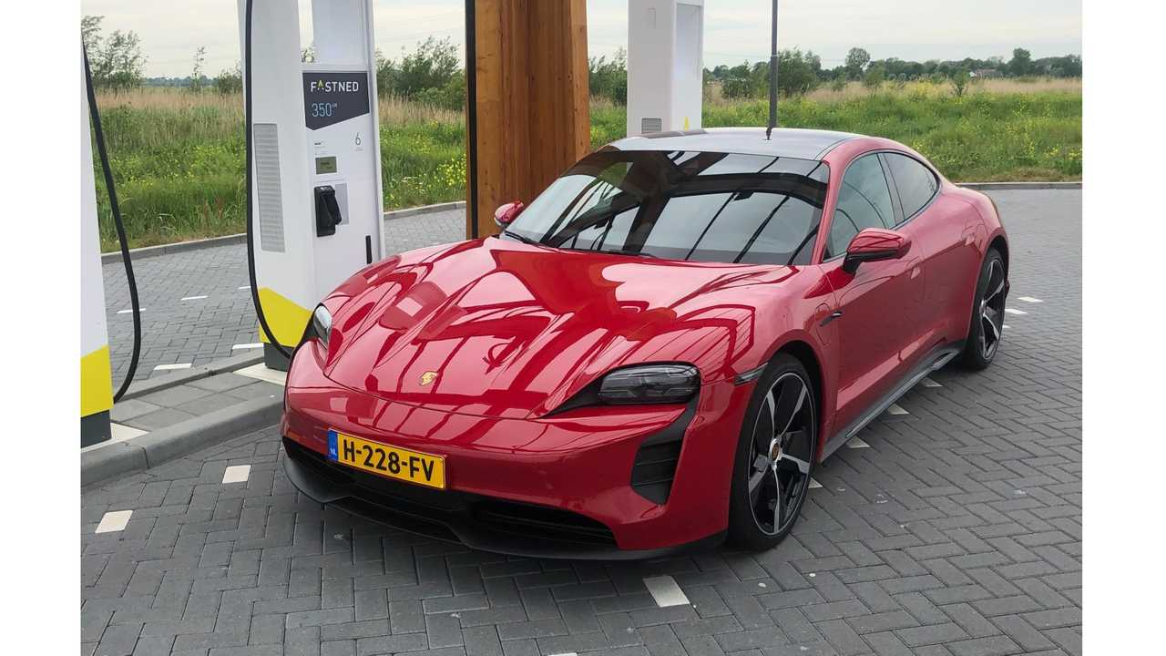 Porsche Taycan at Fastned charging station