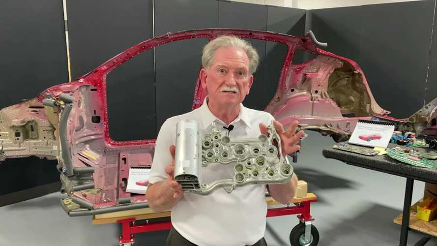 Sandy Munro Refutes Insinuation That He Works For Tesla In Amazing Way