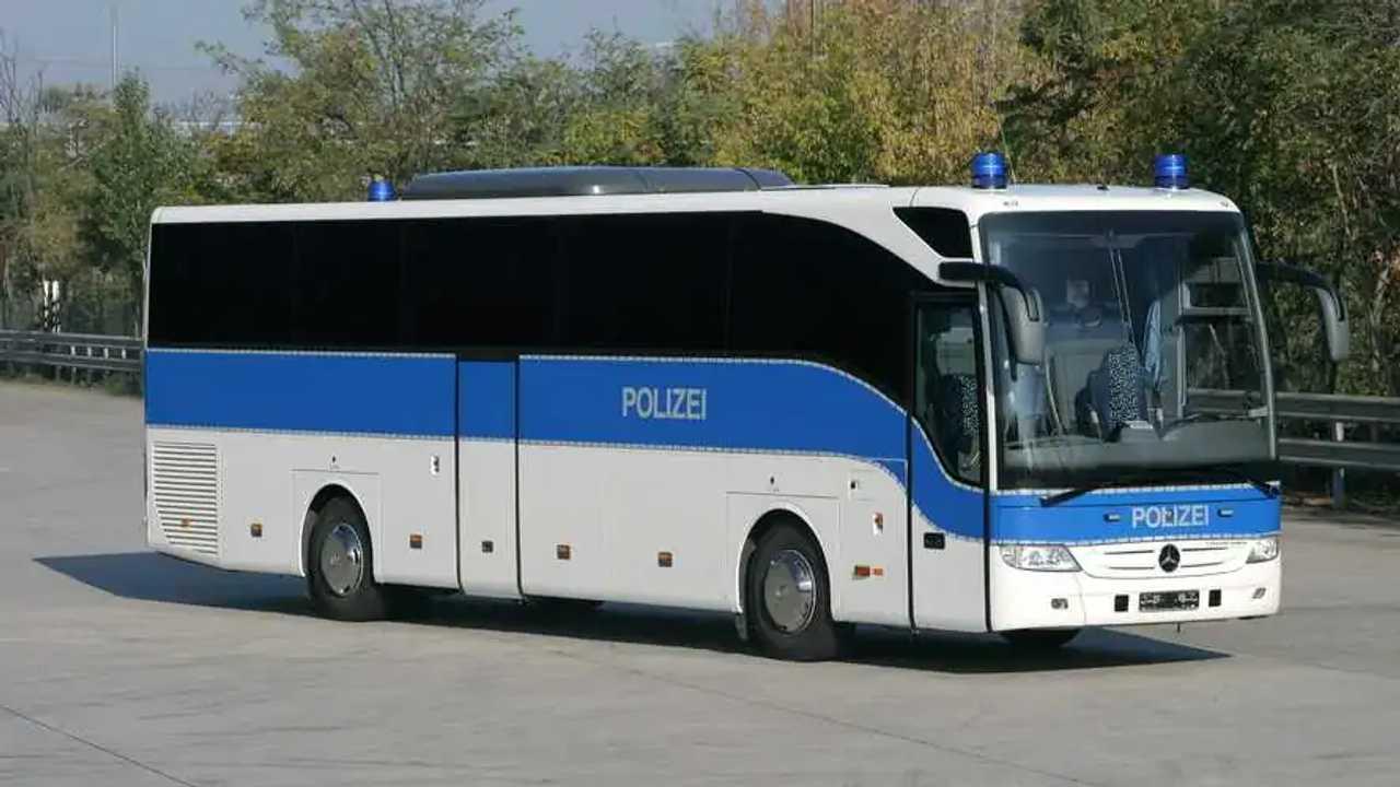 Polizeiautos in Deutschland: Mercedes Tourismo