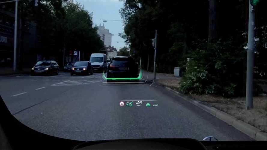 """2020 Mercedes S-Serisi'nin """"AR-HUD"""" sistemi, video ile detaylandırıldı"""