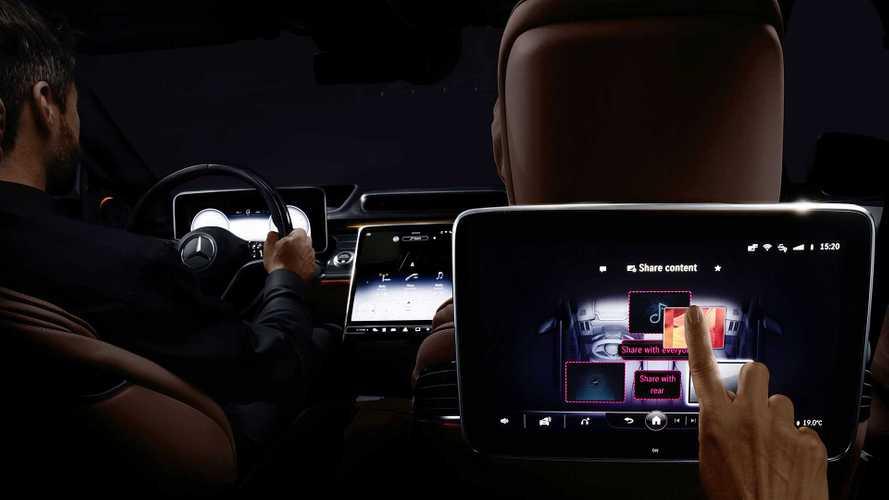Nuova MercedesClasseS, ha 5 schermi tablet e riconoscimento facciale