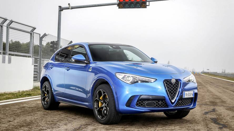 Alfa Romeo Stelvio Quadrifoglio VS Porsche Macan Turbo Performance Pack