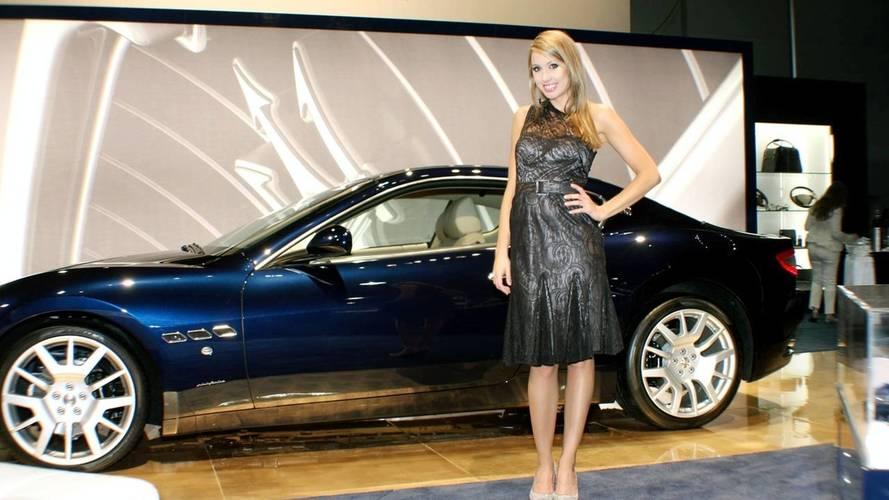 Az F1 után az autókiállításokról is eltűnhetnek a női modellek