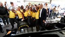 La F1 cambia las chicas de la parrilla por niños
