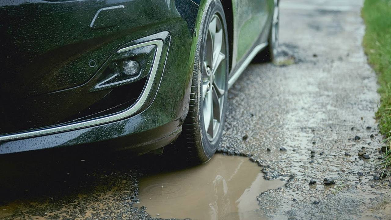 Ford Focus Pothole