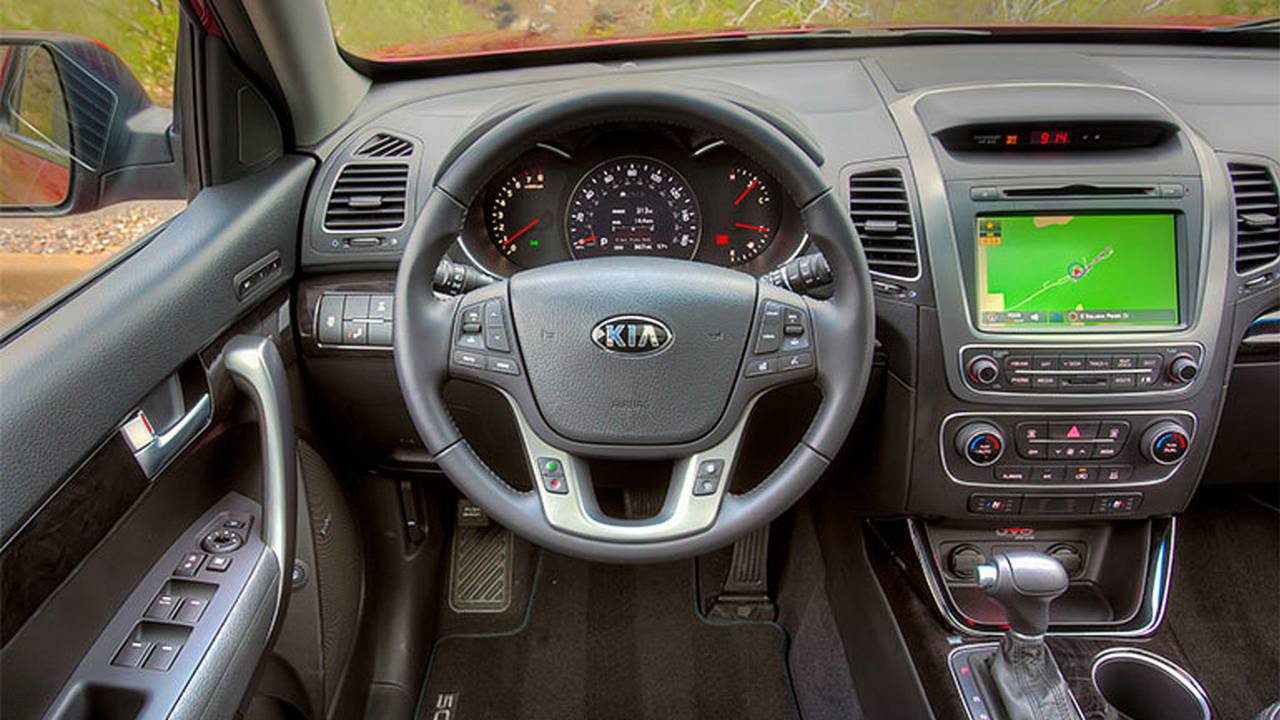 2014 Kia Sorento interior dash