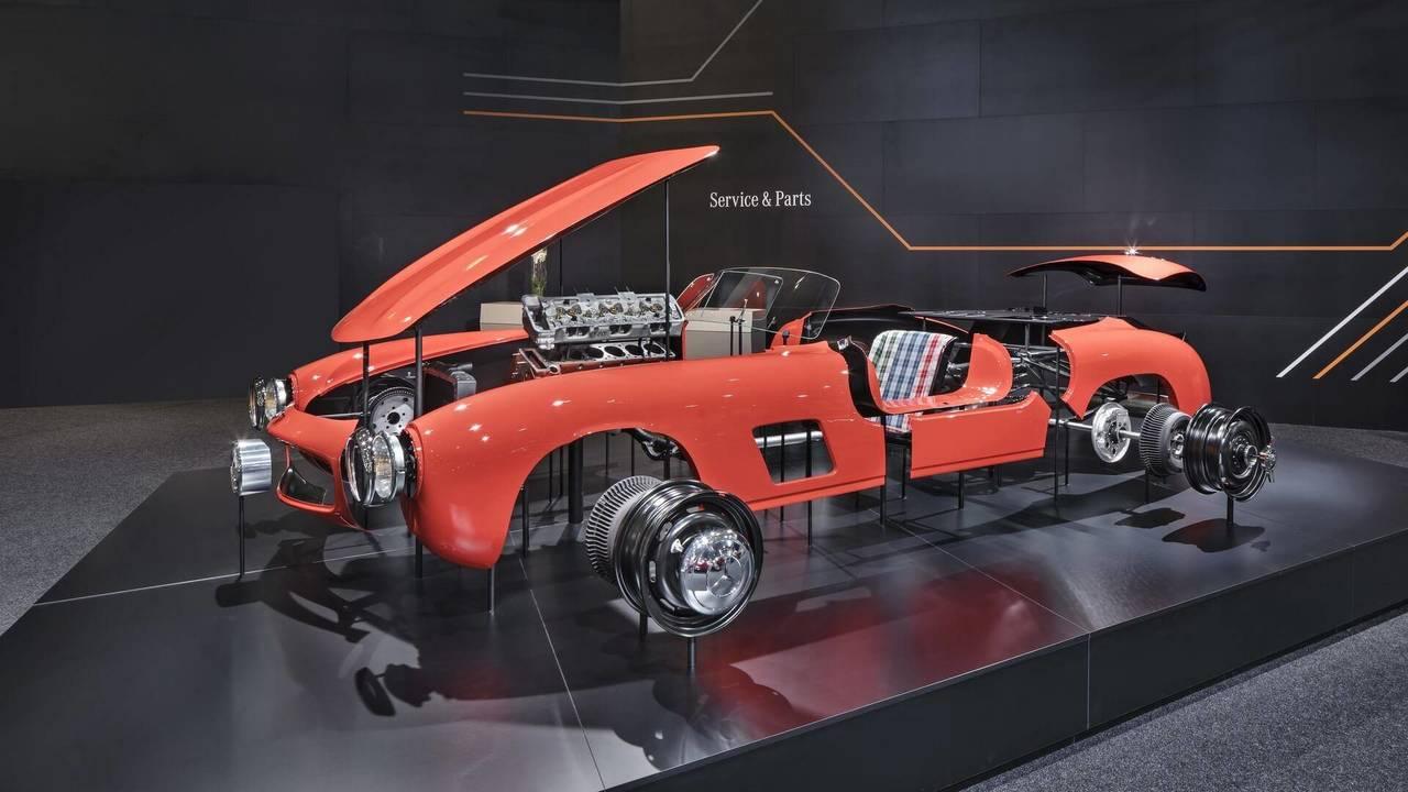 Mercedes 300 SL Gullwing yeni gövde panelleri