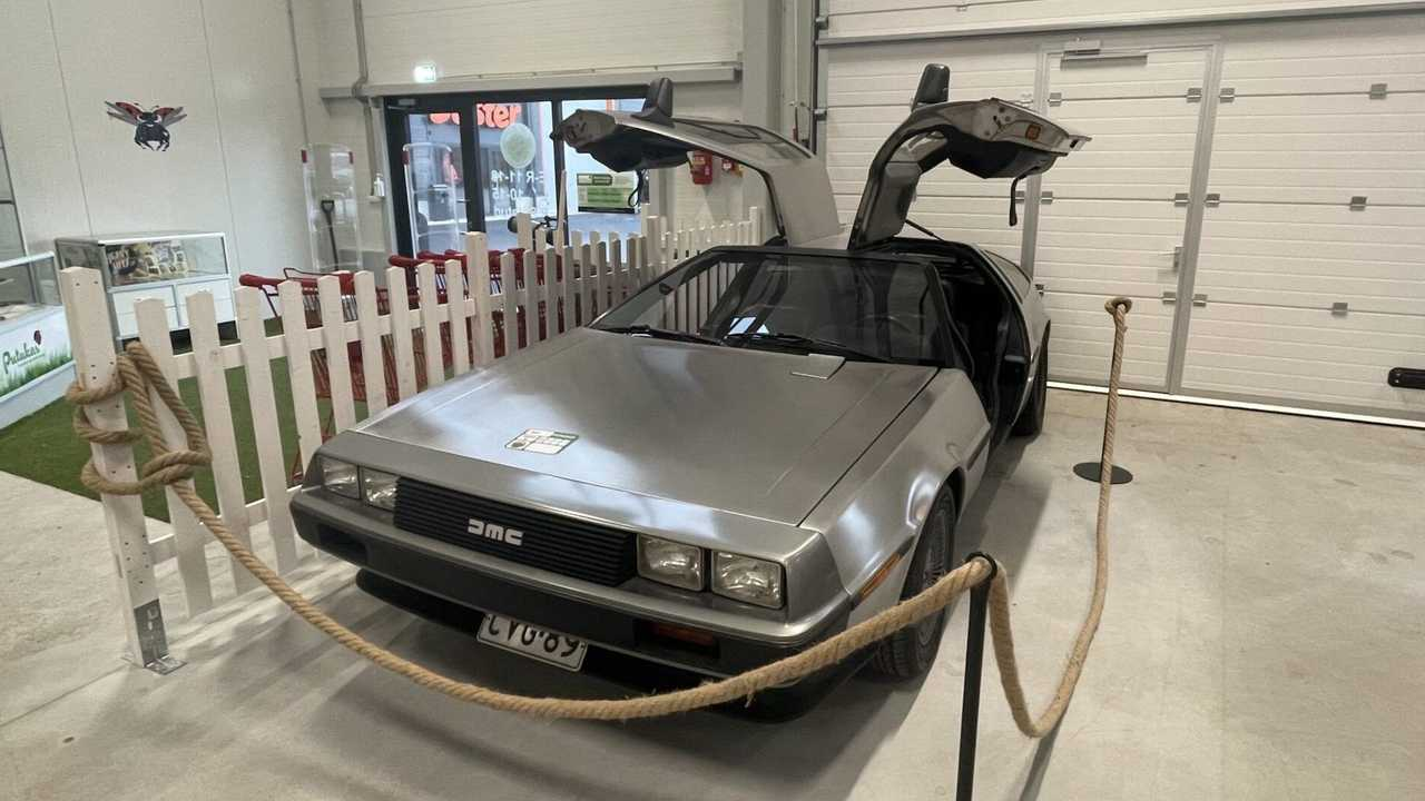 DMC DeLorean front quarter