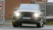 Bentley Bentayga Uzun Aks Mesafeli Versiyon Casus Fotoğraflar