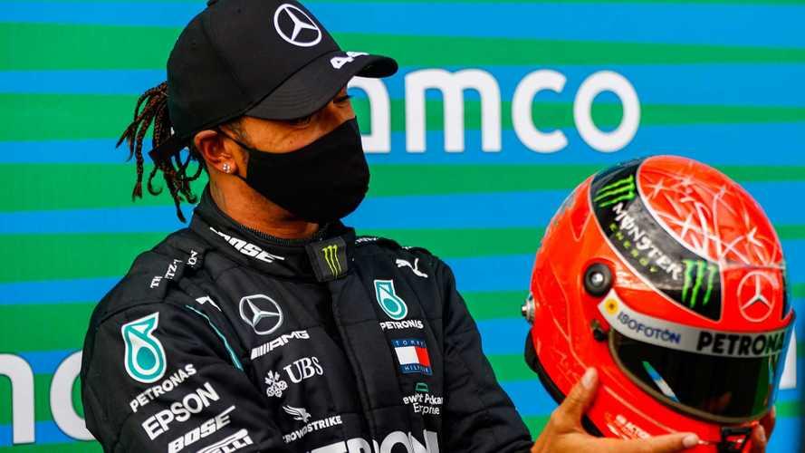Le casque de Michael Schumacher offert à Lewis Hamilton
