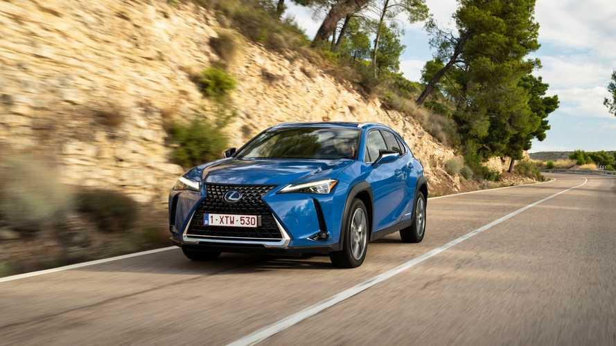 Eleganciába bújtatták a Lexus siker-crossoverét, az UX-et